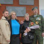 В Торжке открыли мемориальную доску герою Чеченской войны, средства на которую собирали всем миром