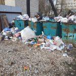 В Вышнем Волочке вовремя не вывозят мусор, контейнеры во дворах – переполнены