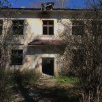 Заброшенное здание в посёлке Орша Калининского района может представлять опасность