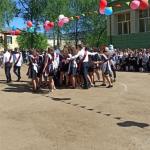 Дети танцевали в грязи: родители учащихся школы №2 в посёлке Новозавидовский вновь пожаловались на директора учебного заведения
