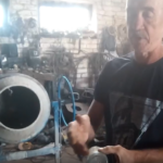 Житель Оленино показал, как можно утеплить полы пустыми бутылками. Видео