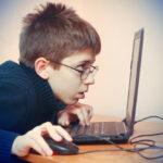 Силовики хотят ограничить влияние интернета на детей