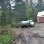 В Весьегонске канализацию сливают прямо на землю