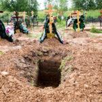 В Ржевском районе покойницу не могли похоронить три недели