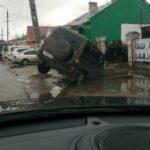 В Вышнем Волочке провалился автомобиль: фотофакт